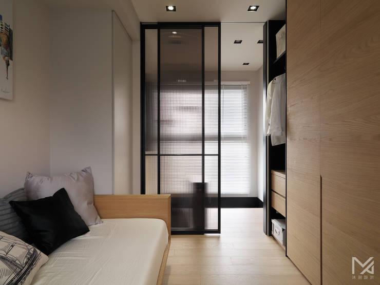 微型空間:  臥室 by 沐朋設計