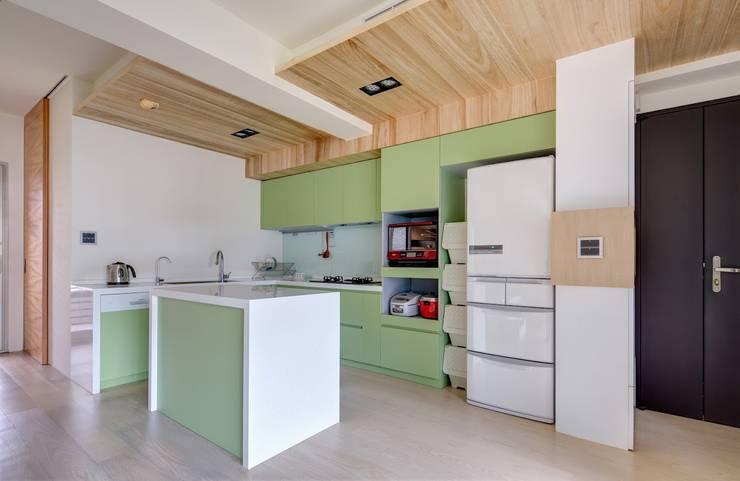 內湖-公園錄:  廚房 by 唯創空間設計公司