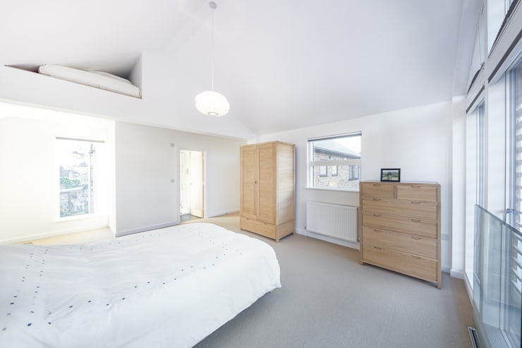 Poplar Road:  Bedroom by Adam Knibb Architects