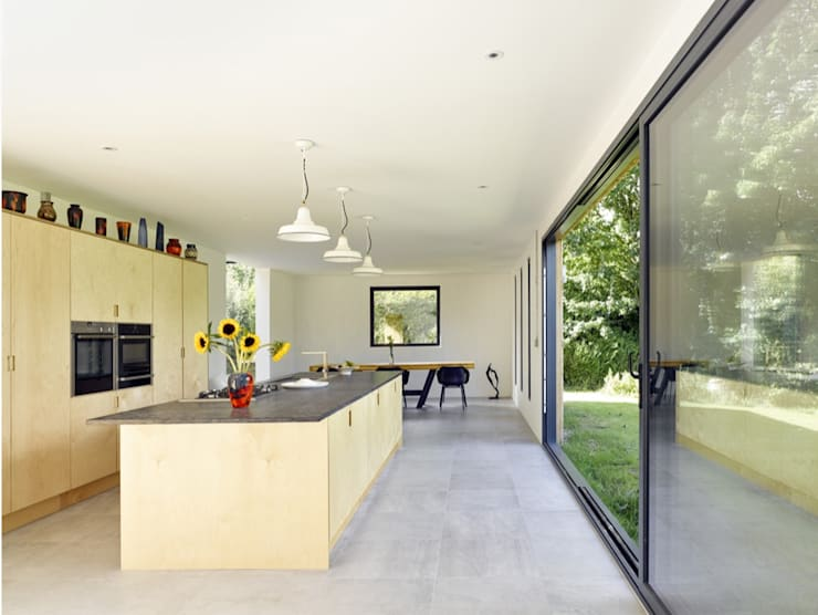 Hurdle House:  Kitchen by Adam Knibb Architects