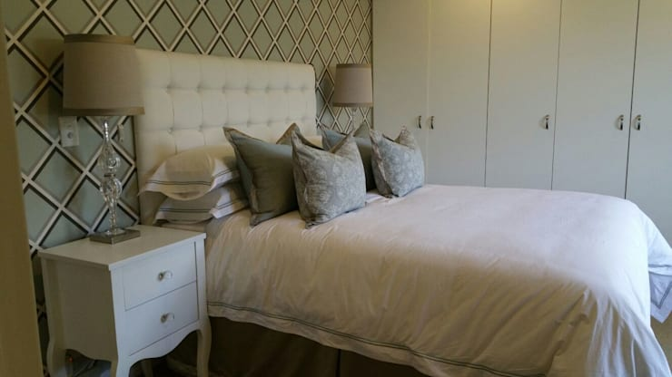 Mount Edgecombe:  Bedroom by Rae Designs