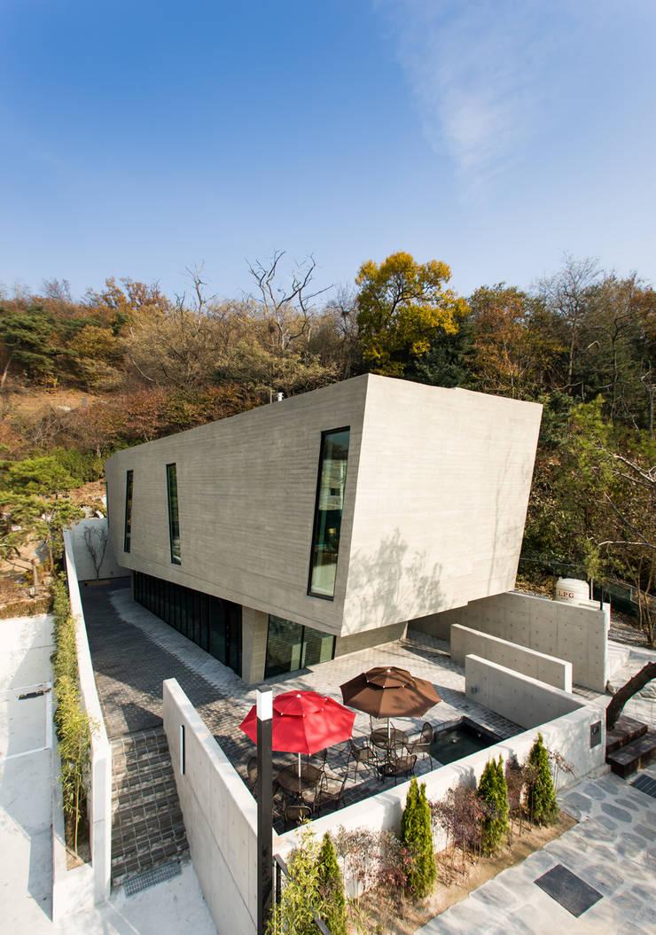 군자동 카페 모던스타일 주택 by 한돌 건축사사무소 모던