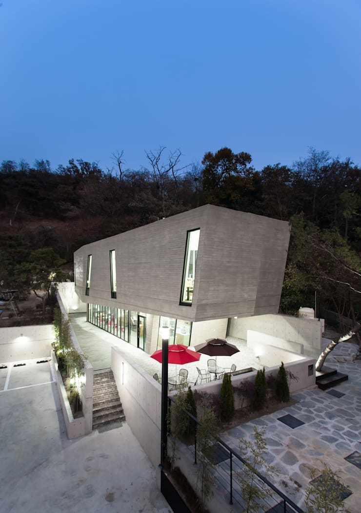 군자동 카페: 한돌 건축사사무소의  주택