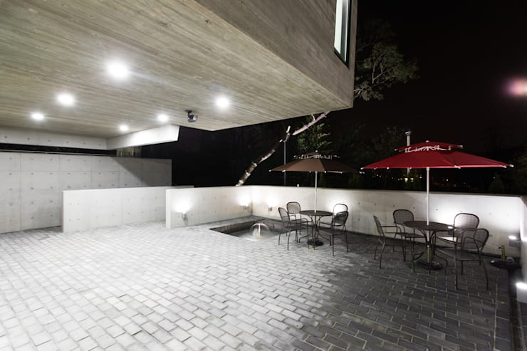 군자동 카페 모던스타일 발코니, 베란다 & 테라스 by 한돌 건축사사무소 모던