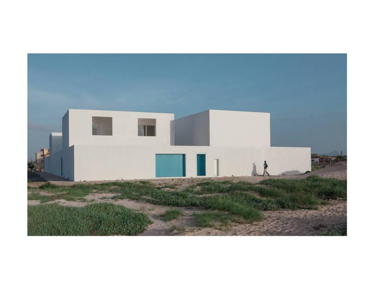 Casas de estilo  de Nuno Almendra, Minimalista