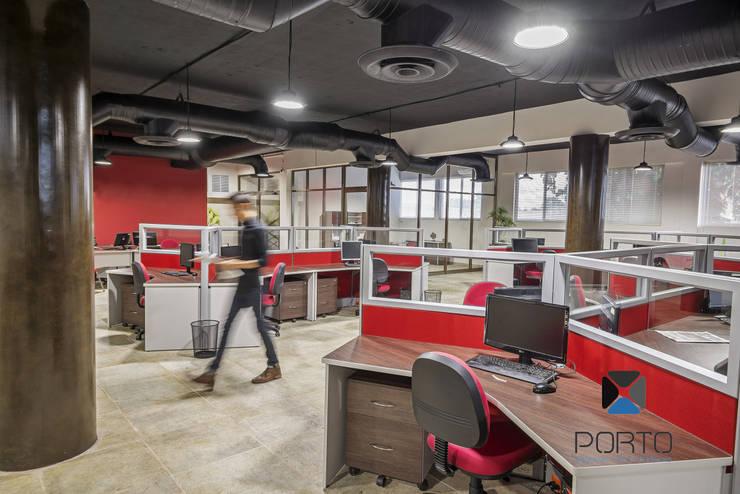 """""""Proyecto PE31"""": Estudios y oficinas de estilo  por PORTO Arquitectura + Diseño de Interiores"""