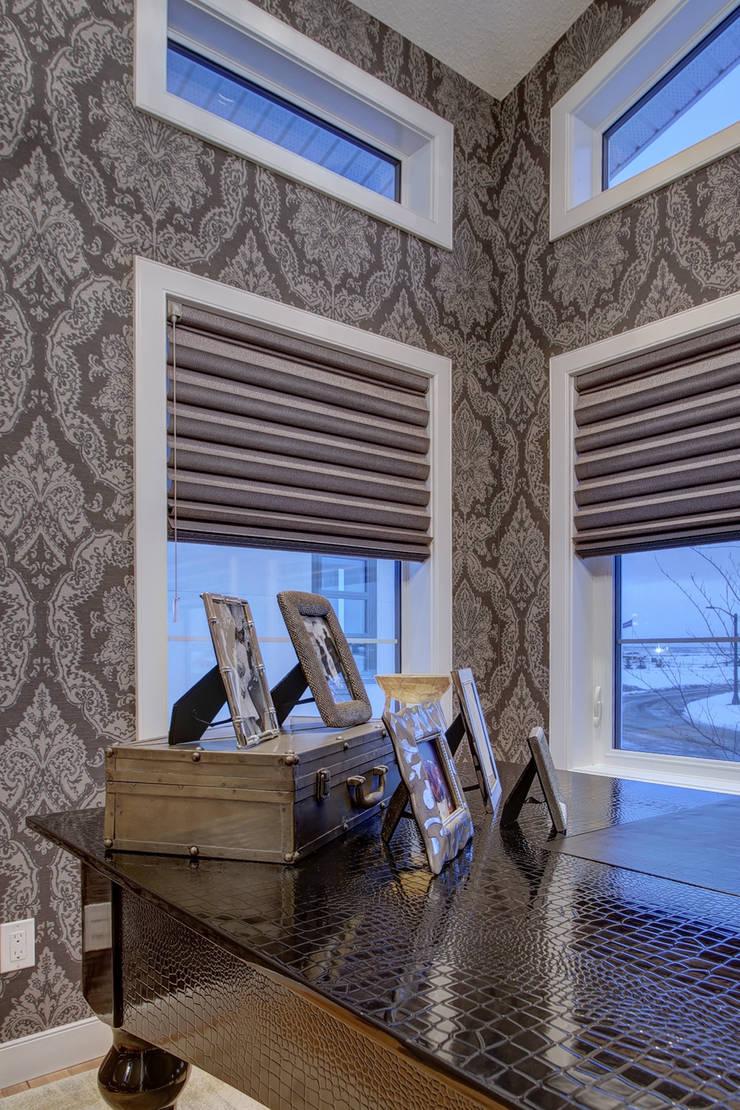 53 Paintbrush Park: modern Study/office by Sonata Design