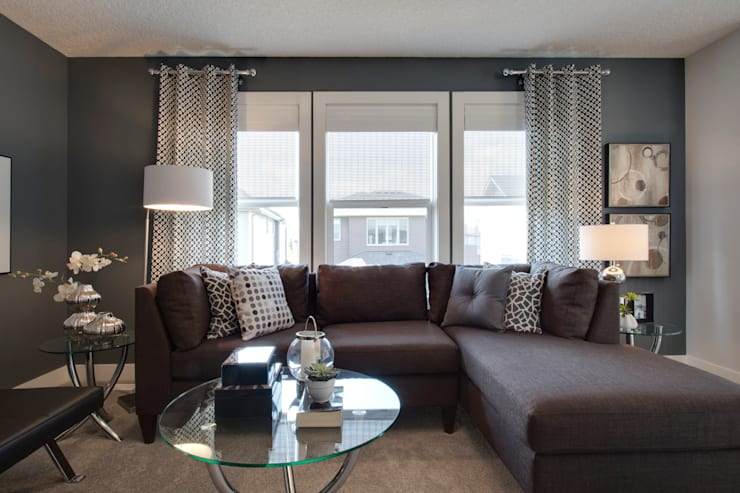427 Canals:  Living room by Sonata Design