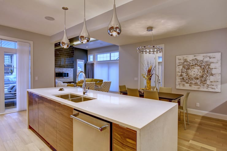 61 Paintbrush Park:  Kitchen by Sonata Design