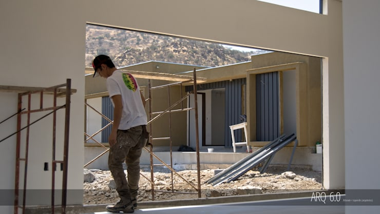 Casa Sotomayor: Livings de estilo  por Arq6.0
