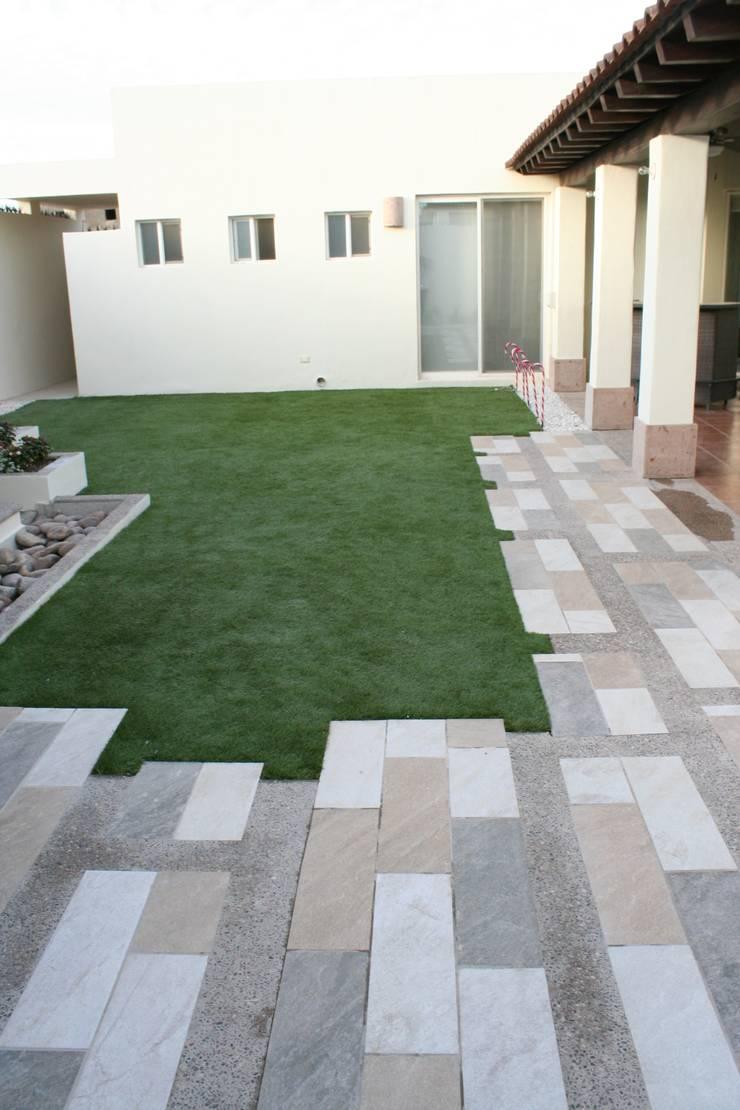 pisos: Jardines de estilo  por Daniel Teyechea, Arquitectura & Construccion