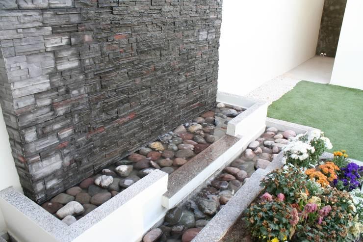 Garden by Daniel Teyechea, Arquitectura & Construccion