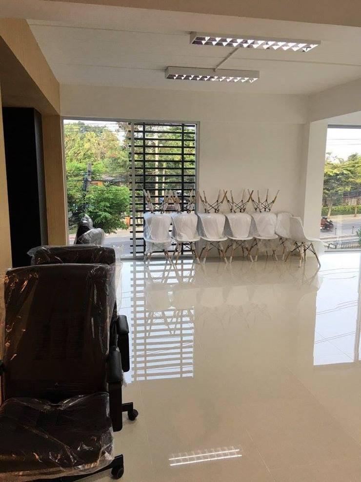 พื้นที่วางโต๊ะทำงานพนักงาน:   by Area42 Property Co.,Ltd.