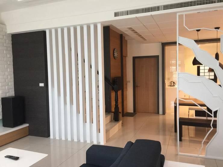 住宅  設計規劃案:  客廳 by 延伸建築 室內設計 EXTENSION DESIGN STUDIO