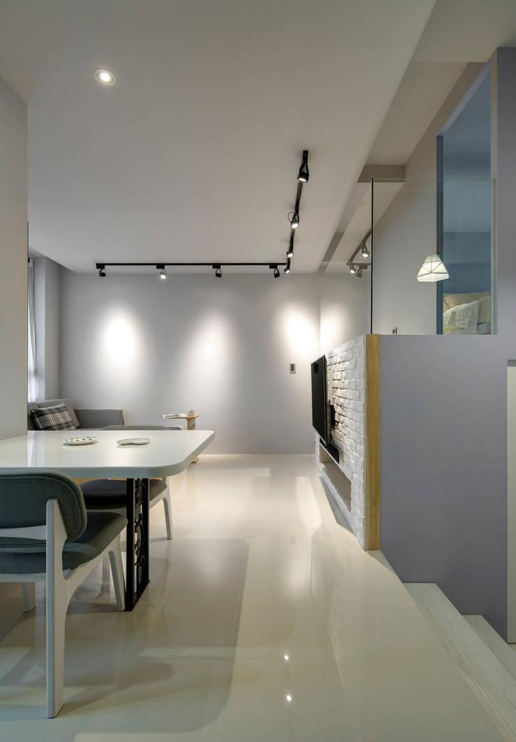 青年99成家專案─美式簡約:  走廊 & 玄關 by 磨設計