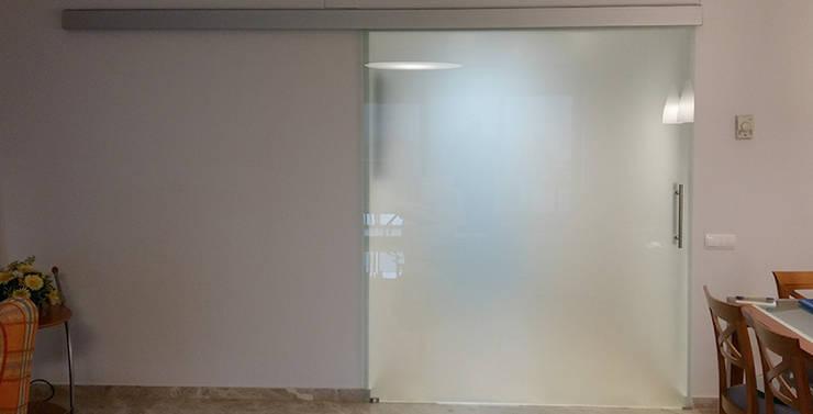 Minimal style window and door by ARCOtectura Minimalist