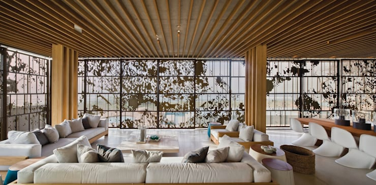 La Lucia:  Living room by ARRCC