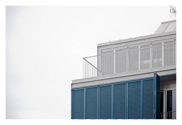 79 Building in Porto: Casas  por Pedro Mendes Arquitectos