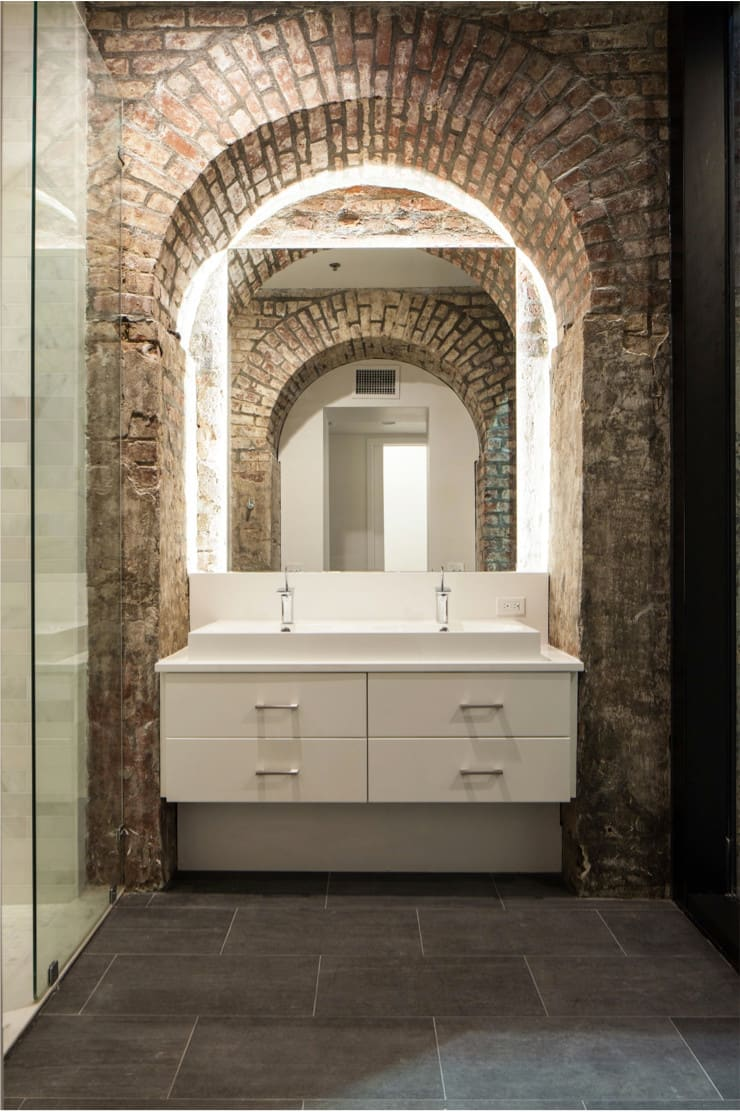 Natchez Street Mixed Use Structure, New Orleans: eclectic Bathroom by studioWTA
