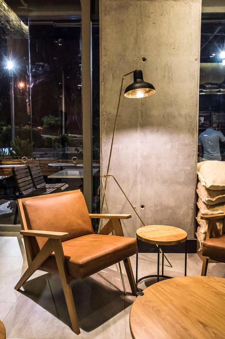Para un break: Oficinas y Tiendas de estilo  por Perceptual
