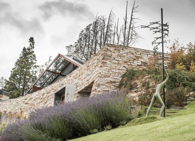 Vivienda Unifamiliar: Jardines de estilo  por Sidoni&Asoc
