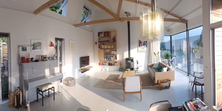 Complete make-over Amsterdamse Woonboot:  Woonkamer door Architect2GO
