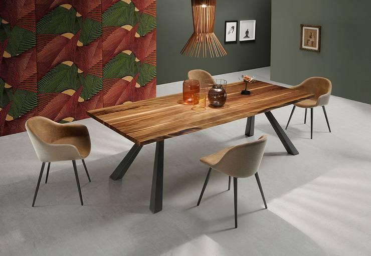 Mesas de design com tampo madeira natural Design tables with top in natural wood  SUEZ http://intense-mobiliario.com/pt/mesas-de-jantar/11182-mesa-de-jantar-suez-mt.html: Sala de jantar  por Intense mobiliário e interiores;