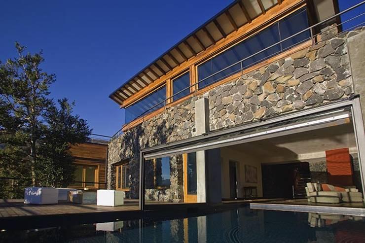 Vivienda Unifamiliar: Casas de estilo  por Sidoni&Asoc,Moderno