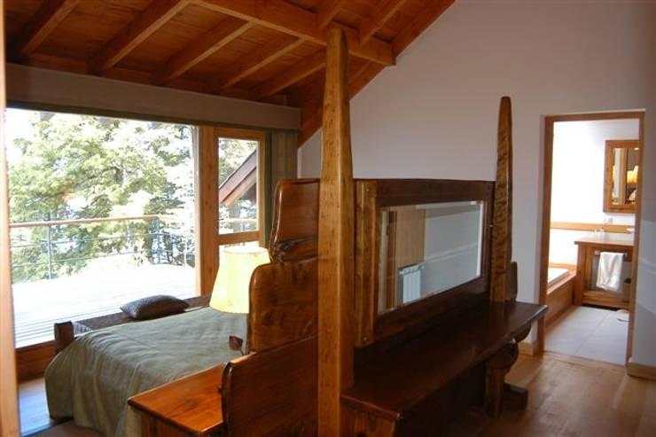 Dormitorios de estilo  de Sidoni&Asoc