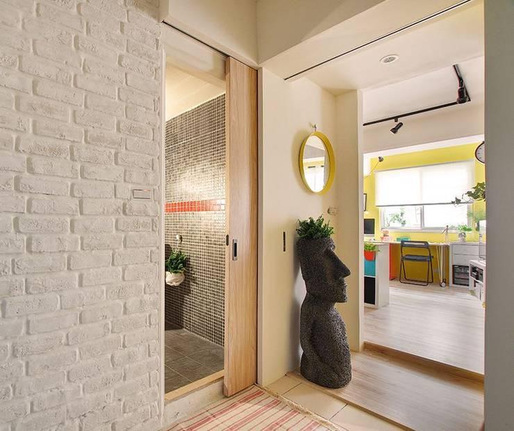 Koridor dan lorong by 一葉藍朵設計家飾所 A Lentil Design