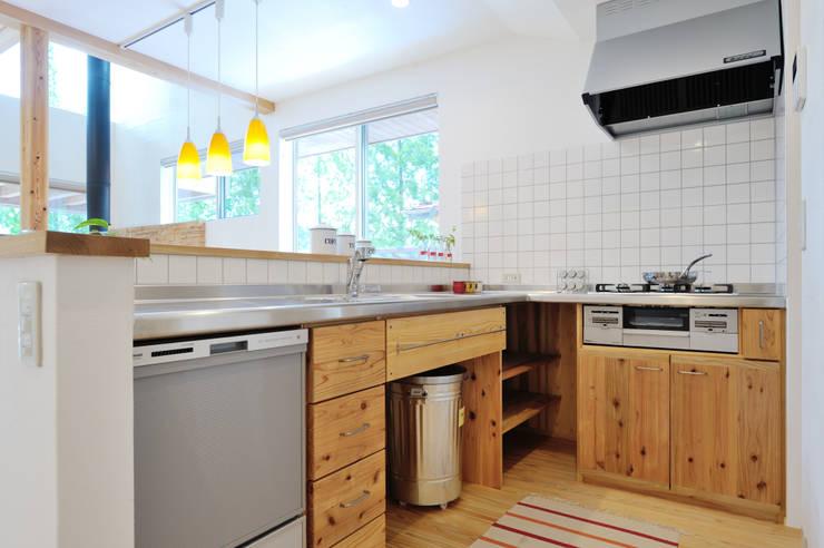 一棟ごとに設える造作キッチン: 株式会社 建築工房零が手掛けたキッチンです。