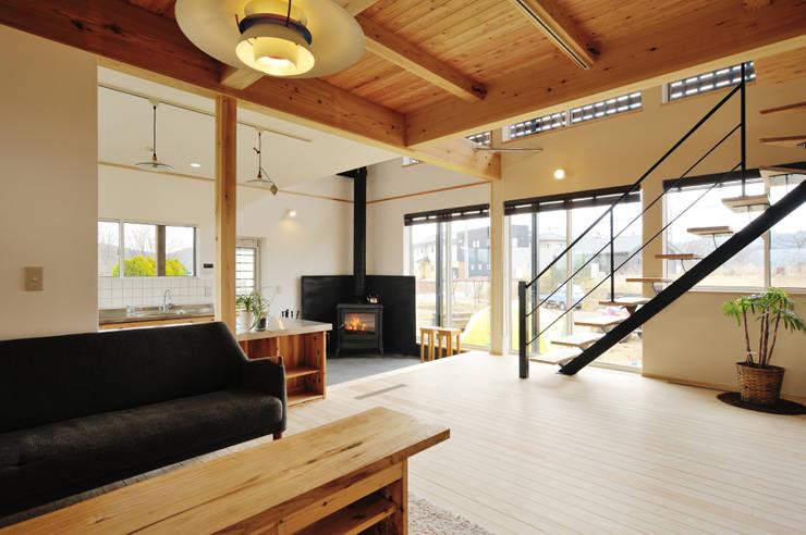 Phòng khách theo 株式会社 建築工房零, Chiết trung Gỗ Wood effect