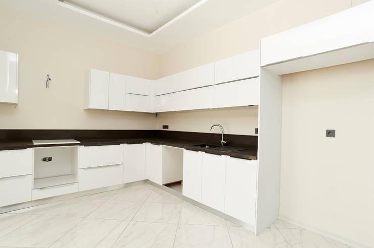NAZZ Design Studio – GLS Villa 6:  tarz Mutfak, Modern