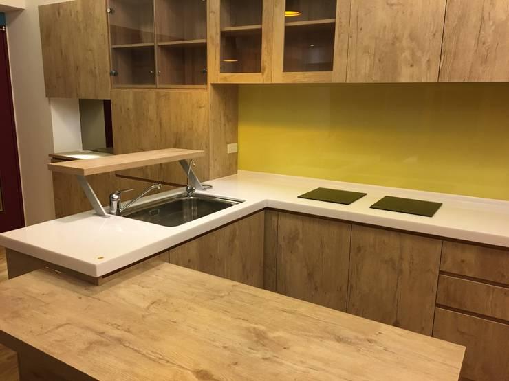 裝潢免百萬 實用機能宅:  廚房 by 捷士空間設計(省錢裝潢)