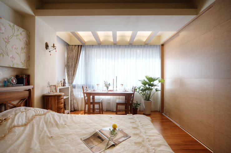 Dormitorios de estilo  por 名昶室內設計