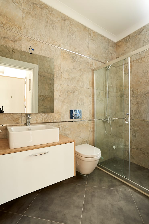 NAZZ Design Studio – GLS Villa 6:  tarz Banyo, Modern