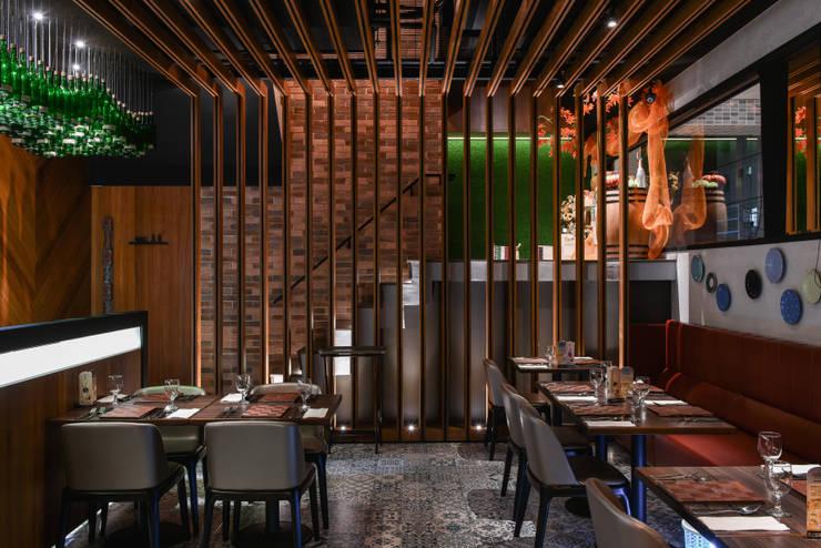 J-ONE 義法餐酒館:   by 竹村空間 Zhucun Design