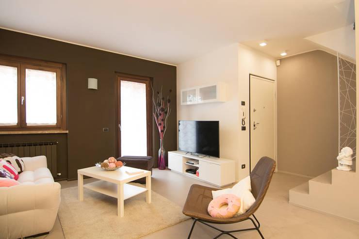 Come arredare un piccolo soggiorno con mobili ikea - Mobili studio ikea ...