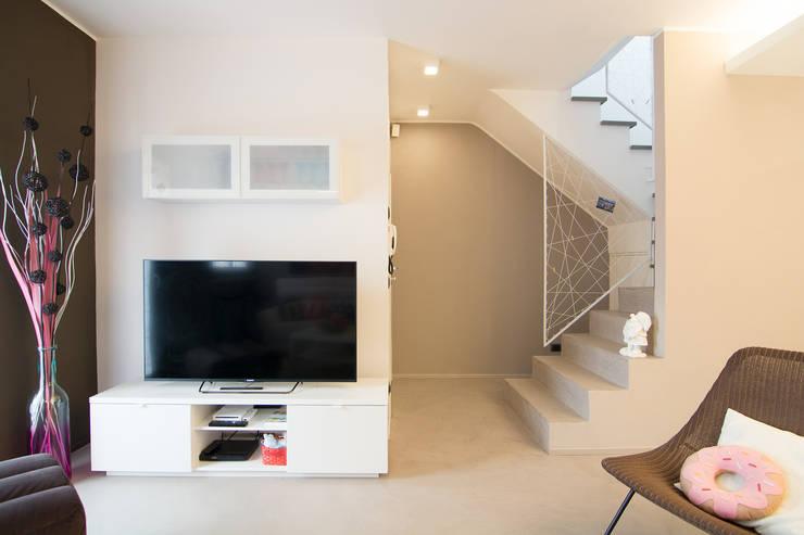 Couloir, entrée, escaliers modernes par Rachele Biancalani Studio Moderne