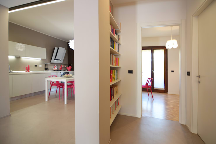 HOME SWEET (CANDY) HOME: Ingresso & Corridoio in stile  di Rachele Biancalani Studio