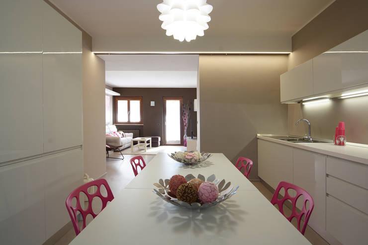 HOME SWEET (CANDY) HOME: Cucina in stile  di Rachele Biancalani Studio
