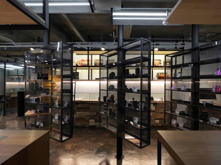 US3C優勢科技-二手3C賣場 設計:  辦公室&店面 by 光島室內設計