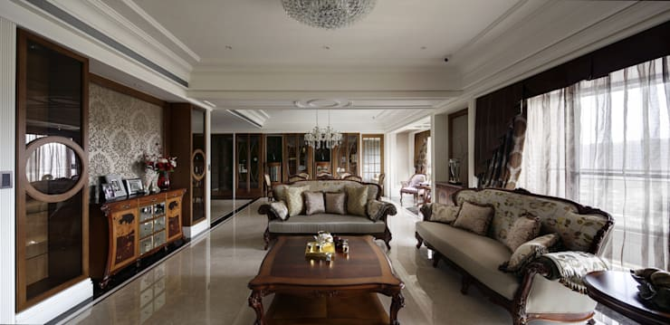 尋找古典的本質:  客廳 by 大荷室內裝修設計工程有限公司