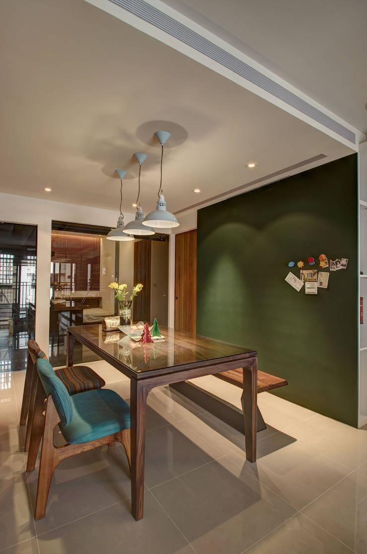 現代鄉村風:  餐廳 by 木皆空間設計