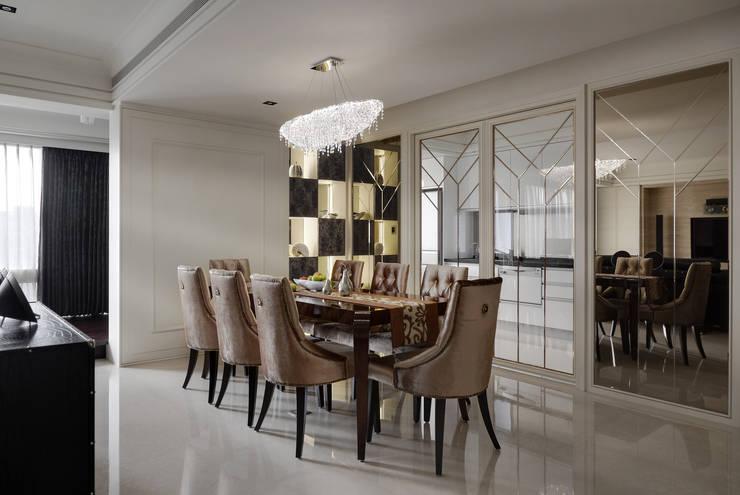 Salle à manger de style  par 大荷室內裝修設計工程有限公司