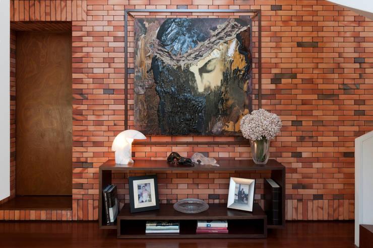 Pormenor decoração: Salas de estar  por B.loft