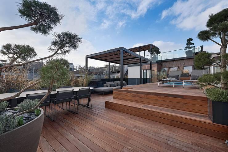 Hiên, sân thượng by FADD Architects