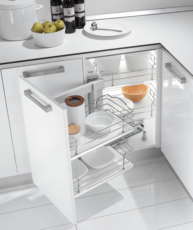cozinhas modernas: Cozinha  por RUI BESSA INTERIORES
