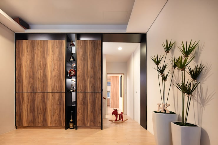 Salones de estilo  de 合觀設計, Moderno