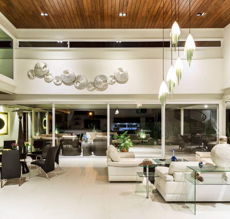 Estancia general: Salas de estilo  por Loyola Arquitectos